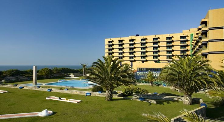 Hotel Solverde Spa and Wellness Centre Espinho Featuring a restaurant with Atlantic Ocean views, beachfront Hotel Solverde has a spa offering saltwater pools, dry heat sauna and massages. Facilities include a fitness room, tennis courts and a football pitch.