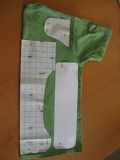 Make a diaper out of an old tee shirt! - going to try this with an old husband shirt