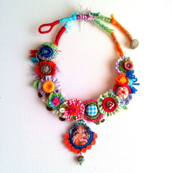 Ganesha. Statement fiber colorful necklace. OOAK. por GataValquiria
