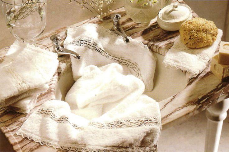 Handdoeken met kant. Brocante, romantisch en landelijk