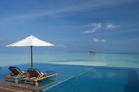 Infinity-Edge Pools | Rangali Island pool, Maldives | House & Home | Photo via Twisted Sifter blog