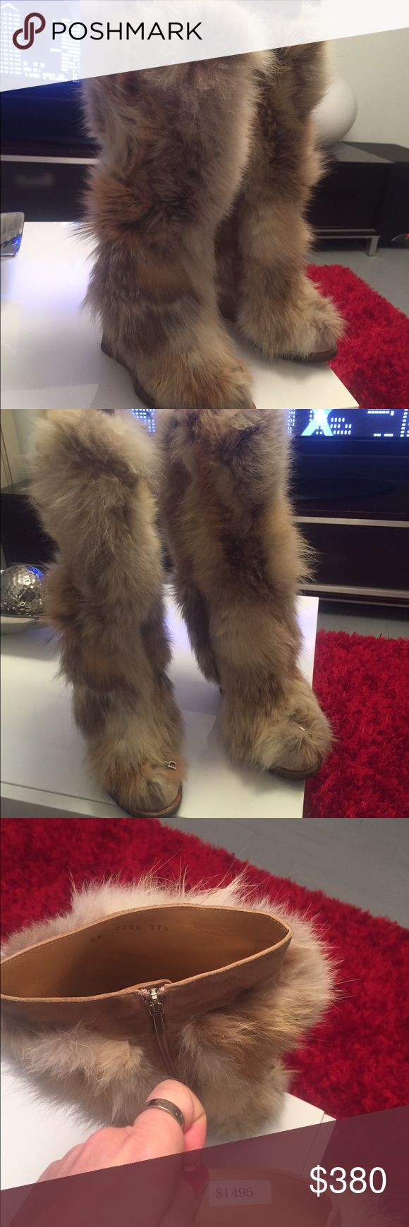 Fur boots Cristian DIOR Very nice , worm and super comfortable Authentic Cristian Dior real Fox fur boots . In s very good condition , the sole of course has a sign of wear . But everything else looks great . Christian Dior Shoes Winter & Rain Boots