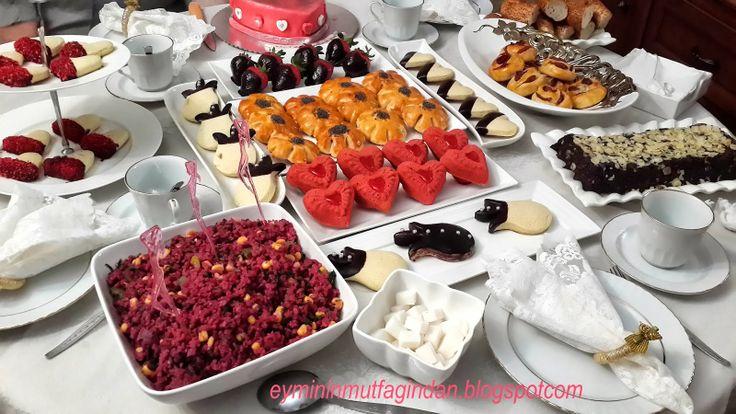 Emel'in Mutfağı: Biricik Annemin 70.doğum günü ve Tarçınlı Kalp Kur...