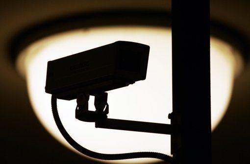 Da es ruhig geworden ist am Bahnhof, stellt die Polizei die Überwachung ein. Foto: dpa http://www.stuttgarter-zeitung.de/inhalt.keine-ueberwachung-mehr-an-der-s-21-baustelle-polizei-montiert-die-kameras-am-bahnhof-ab.d4c062ab-f788-47ef-92b3-1f17a6dc882b.html
