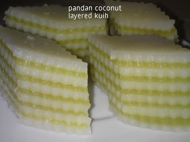 The original recipe actually uses carrot juice but I changed it to pandan flavour and the recipe below is just half the portion. It is act...