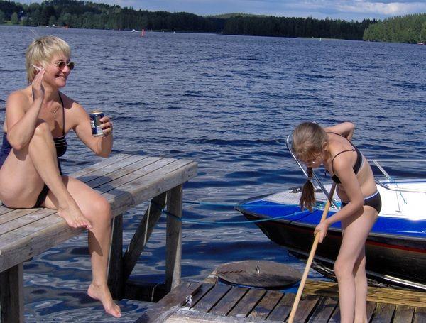 Иногда я думаю - Из-за нарушителей правил стирки на озере сломали мостки!