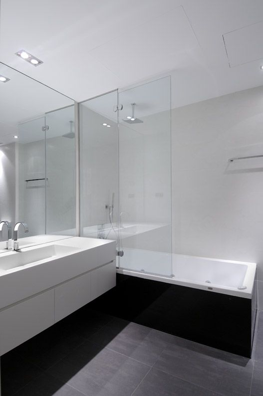 Modern Bathroom. like grey and white