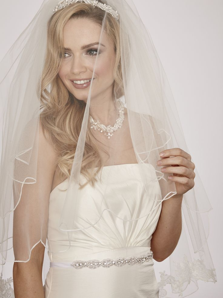 Linzi Jay LA522 Two Tier Scalloped Stitch Edge Bridal Veil