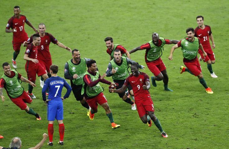 Portugal celebra un gol durante la final de la Eurocopa 2016 contra Francia, en París (Francia), el 10 de julio de 2016.rn