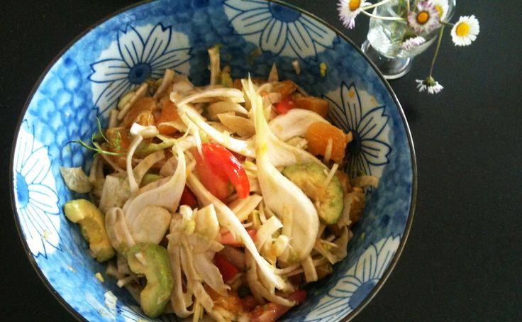Une salade vitaminée pour affronter l'hiver avec du miel pour  les antioxydants, de l'orange pour la vitamine C, de l'avocat pour la vitamine E, du fenouil pour les fibres… Cette salade est un cocktail de pep's et d'énergie pour vous aider à affronter l'hiver. Avec sa vinaigrette acidulée et légèrement sucrée et son mélange de textures, vous allez vous régaler et vous faire du bien.