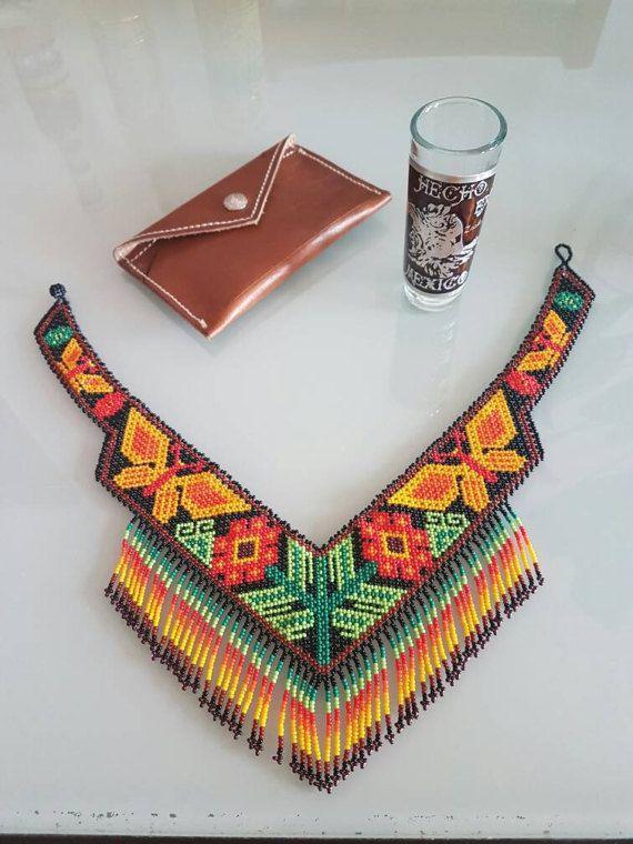 Mira este artículo en mi tienda de Etsy: https://www.etsy.com/es/listing/514095871/collar-gargantilla-artesania-huichol