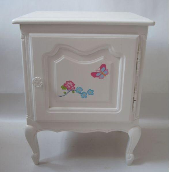 Barok nachtkastje  geheel passend bij een barok bureau en stoel. Decoratie is volledig hand geschilderd Geheel aansluitend bij de pip collectie.  #kinderbureau #kindermeubelen #kinderkamers