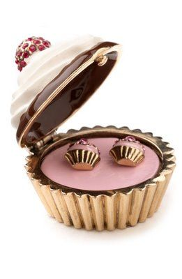 Jess Loves Cupcakes: Juicy Couture Cupcake Earrings