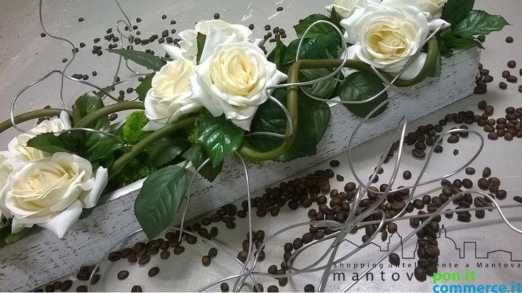 Oggetto di puro #artigianato!  #Casetta sbiancata #vintage con #rose bianche profumate a soli € 27,00 invece che € 35,00 da Art Du Fleur a #Reggiolo (RE).  Scaricate il #coupon gratuitamente cliccando su questo #link:  http://www.mantovapon.it/deals/artigianato-cassetta-sbiancata-vintage_102.html