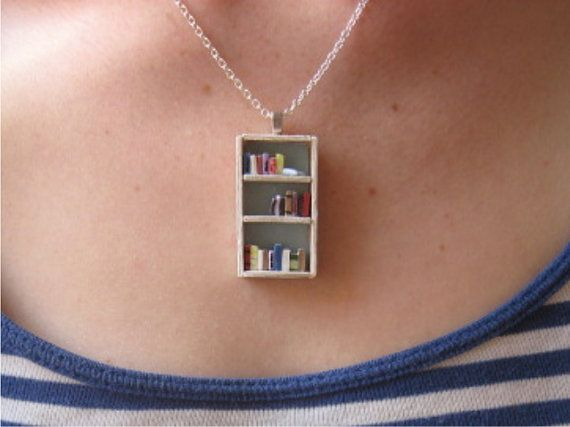 A teeny-tiny bookshelf necklace. Sold out! =(.Miniatures, Bookshelf Necklaces, Book Lovers, Bookshelves, Gift, Beach House, Book Necklaces, Bookcas, Book Shelves