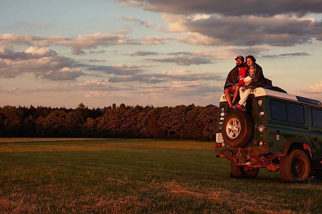Pohodlie na cestach pre celu rodinu. Vychutnajte si spolocne nadherny zapad slnka  W H I T E D O G t r a v e l W R A P www.whitedog.sk  #zapadslnka #whitedogsk #czech #cesi #cestujeme #dnescestujem #sunset #offroad #travel #landscape #canoncz #canon #master_shot #ig_czech #ig_europe #igdaily #naturelovers #nature #camping #kempovanie #rodina #family