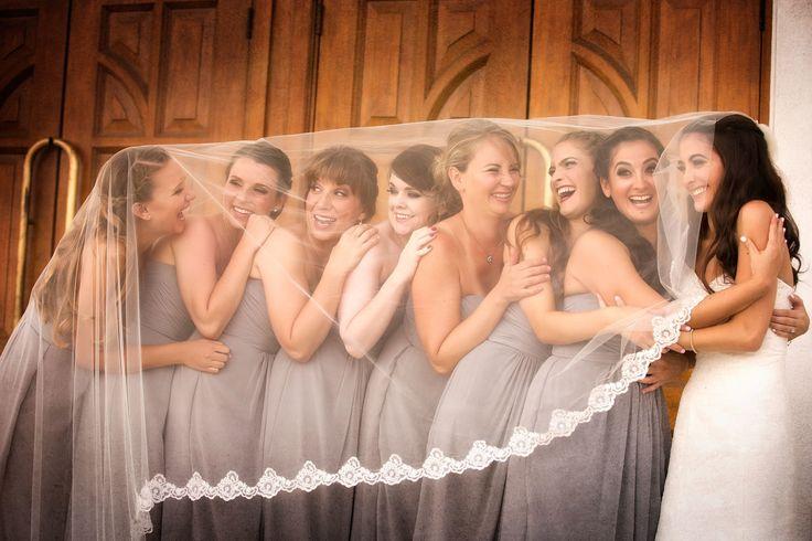 17 Tremendous Enjoyable Photograph Concepts For Bridesmaids With A Foolish Facet