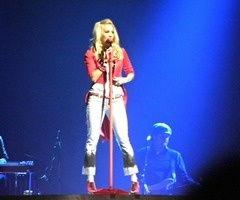 Country Queen, Carrie Underwood Play On tour November 13th, 2011