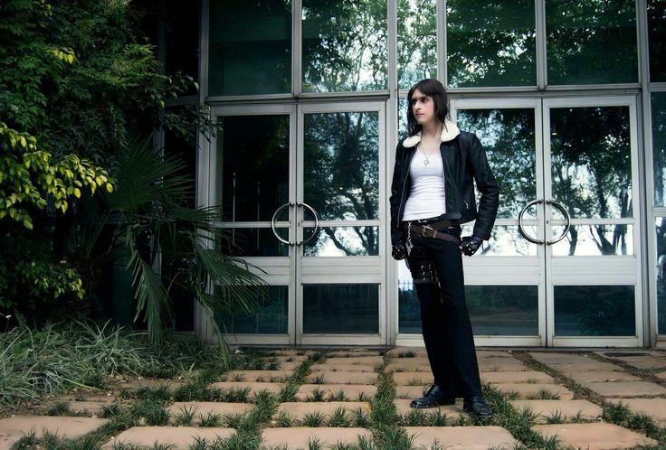 Fem Squall Leonhart - Final Fantasy VIII - FFVIII Default Attire (Genderbend Cosplay)  Cosplayer:  WarGreyLeonhart  Photographer:  Sheena Wood
