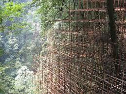 #andamios de bambú en las montañas de Chengdu, China
