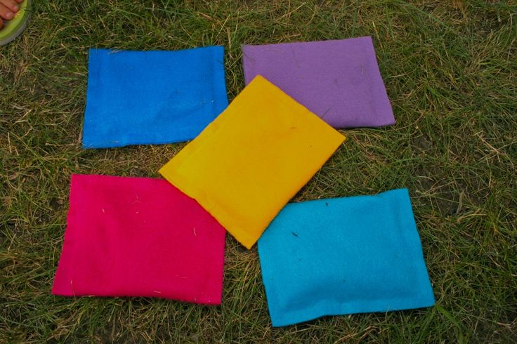 8 Bean Bag Games for Teaching Spanish http://www.spanishplayground.net/8-spanish-games-for-kids-bean-bags/