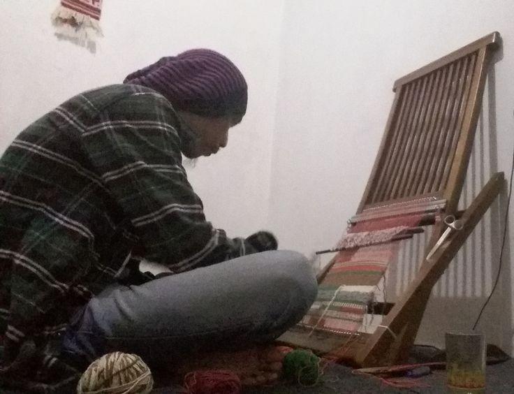 Belajar Menenun ( weaving hanging wall )