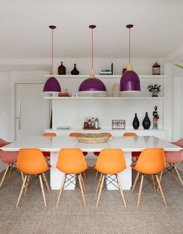 Decoração de: Sala de jantar; cadeira eiffel laranja; Casa de Valentina