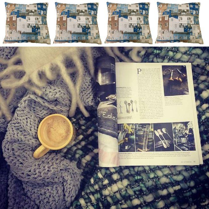 Una mantita Ideal, un café y unos cojines con un precioso estampado de casas en tonos azules. Hechos a mano y de edición exclusiva para El Hogar Ideal. http://elhogarideal.com/es/cojines-ideal-/919-cojin-maisons-azul-40x40.html#.Vh6Wf_nhC1s
