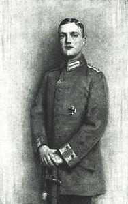 GIORGIO PRINCIPE EREDITARIO DI SASSONIA, (NATO 1893+1943) FIGLIO DI FEDERICO III, DOVETTE RINUNCIARE ALLA CORONA IN QUANTO NEL 1918 TUTTI I SOVRANI TEDESCHI ABDICARONO. EGLI DIVENTO' SACERDOTE CATTOLICO.FU' GESUITA E STRENUO OPPOSITORE DEL NAZISMO, TANTO CHE MORENDO NEL 1943 PER ANNEGAMENTO SI PENSO' AD UN OMICIDIO POLITICO