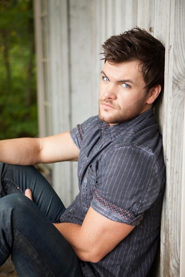 Dylan Scott. New country singer :D yeah... I like what I see!