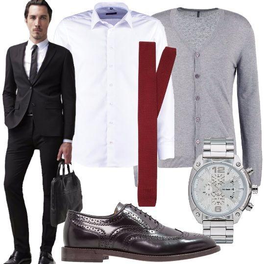 Una laurea o un appuntamento lavorativo. Indossa questo bel completo nero. Abbinalo alla camicia bianca con colletto Kent, cravatta color burgundy, cardigan color grigio perla, scarpe stringate, eleganti, nere, in vera pelle e orologio cronografo, argentato.