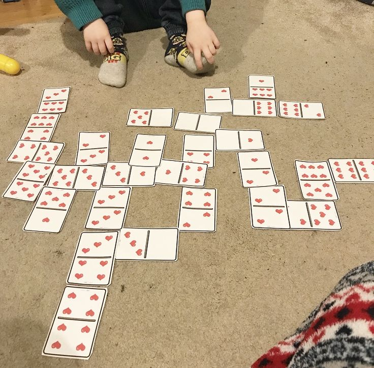 Valentines Day Dominoes: J loves numbers and board games so we played dominoes with our Twinkl cards. J had to match the right number of hearts to each other either by sight or counting them. Read more: https://mummyest2014.wordpress.com/2018/02/11/our-top-5-valentines-day-twinkl-activities-for-pre-schoolers/