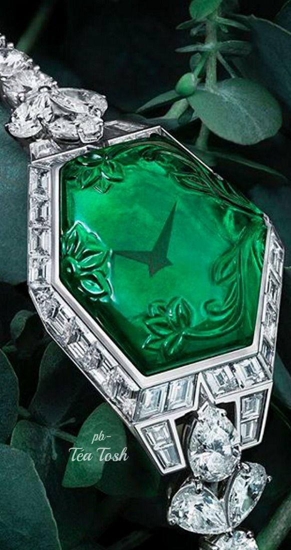 ❇Téa Tosh❇Graff - Emerald & Diamond Secret Watch, 24.37 carat Emerald