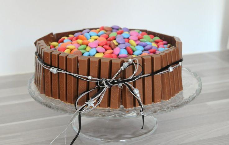 13 desserts, chacun: Gâteau Kit Kat et Smarties pour un anniversaire!!