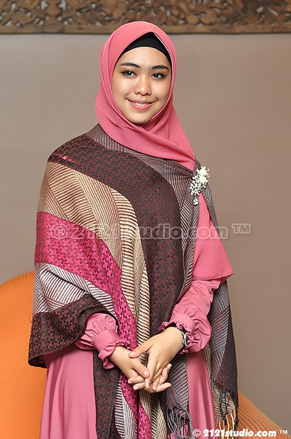 Plain dress and square scarf with pashmina accent pinned with cute brooch.