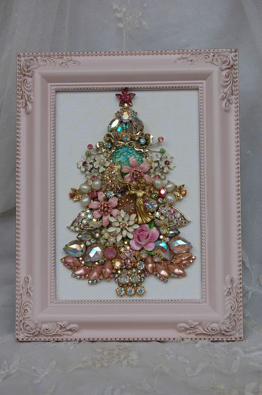 jewelry christmas tree ... this could be a DIY instead of spending lots of money