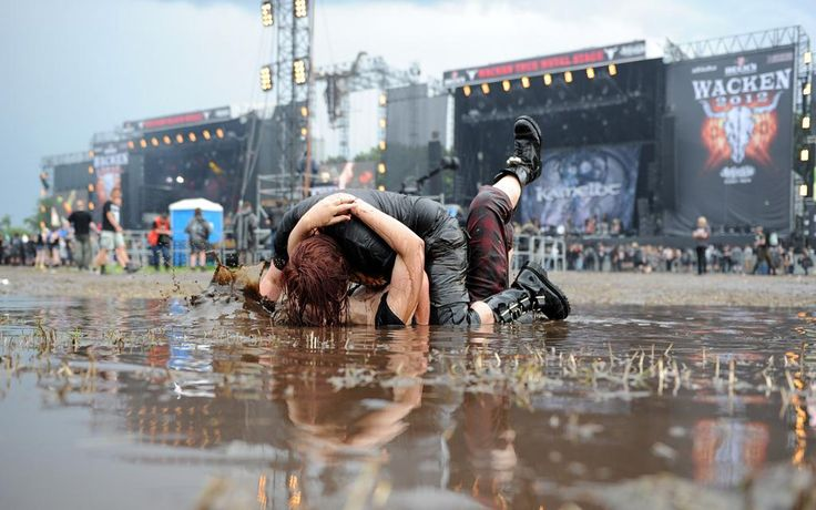 Couple kissing at world's largest Metal festival. Wacken, Germany and OMG KAMELOT IN THE BACKGROUND!!!!!!!!!!!!!!