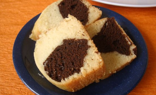 Eggless basic cake is an easy to make recipe. It calls for the use of curd, oil, maida, baking powder and baking soda. It has a soft crumb and melt in the mouth texture.