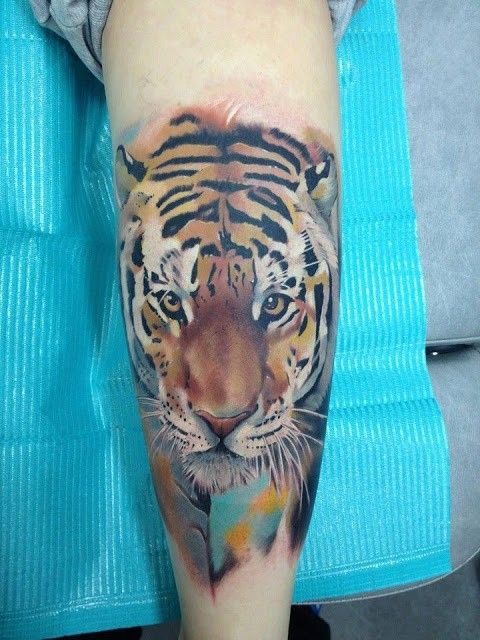 Watercolor style tiger coloured tattoo on leg