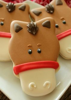 Sweet Adventures of Sugarbelle - Simple horse face cookies.  Cuuuuuuute!  I wish I'd thought of this technique last year for my mom's party!