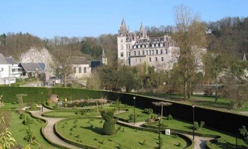 In de vallei van Wéris niet ver van het riviertje de Aisne ligt op een prachtige en landelijke plek dit mooie vakantiehuis midden in de natuur aan de rand van het kleine Ardense dorp Heyd. Ideale uitvalsbasis voor een week of weekend er even tussenuit.