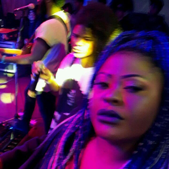 Show time @manobrown10 com participação especial do meu kerido @seujorge. Famêlea @boogienaipe no Festival Percurso!!!!! Deus é magnífico!!! ������������������������ #showtime #soulboogienaipe #famêleaboogienaipe #manobrown #seujorge #joy #musicismylife #singer #voice #live #godisgood #blackpeople #style #music #musician #makeup #makeupaddict #eyebrows #skin #blackgirlsrock #blackgirlmagic #eyebrows #plussize #plusssizefashion #fashion #africanqueen #braids #boxbraids #colors #gratidão…