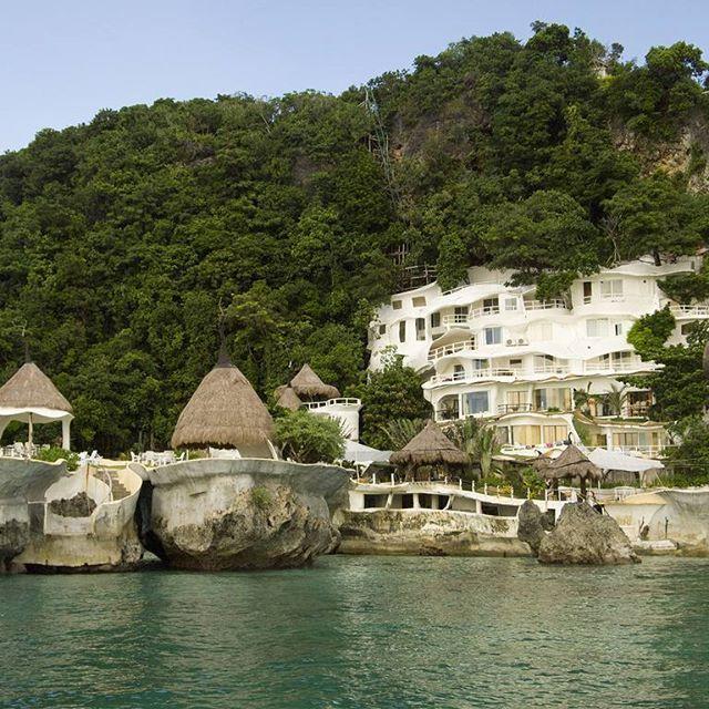 Manny Pacquaio's dreamy resort. #philippines #resort #beach #sea #holiday #philippines #asia #travelling #trip #travelphotography #travelphoto #instatravel #instagood #travelgram #igtravel #world #readysetholidayapp #readysetholiday  Credits: Marlon E on Flickr