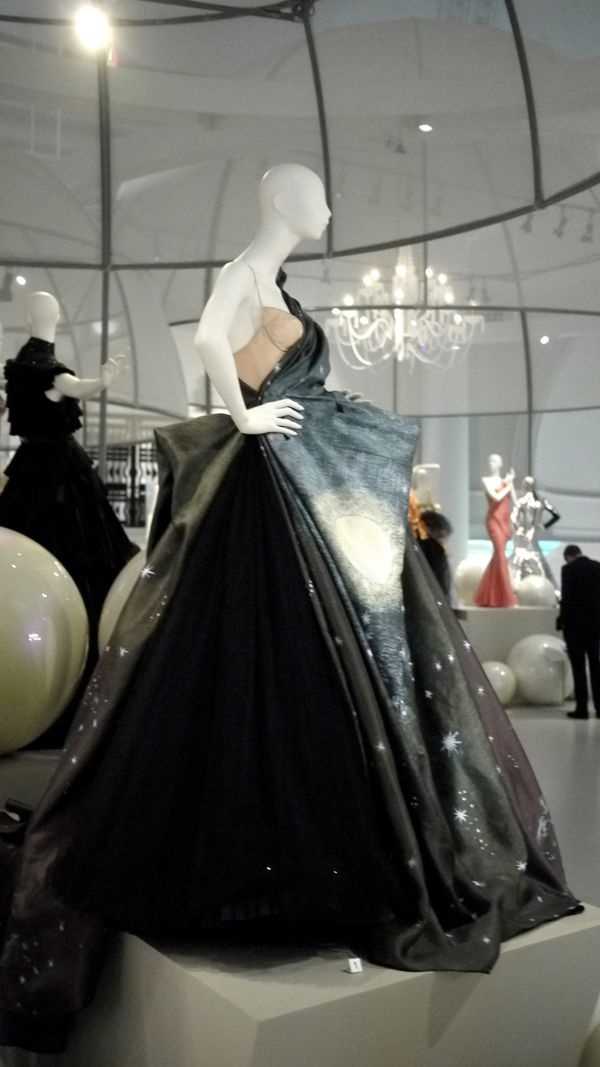 If you ever go to London, visit the V&A Museum! They have such a Fabulous Fashion Collection!!! » Fab new Ball Gown Exhibit at The V&A Museum. » @Rosie Londoner