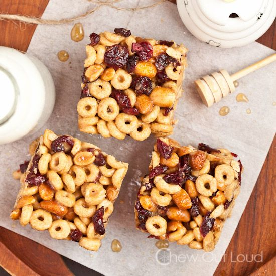 4 cups of toasted oats cereal 1 cup dried berries (cranberries, blueberries, etc.) ½ cup honey roasted peanuts ½ cup pure honey ½ cup creamy...