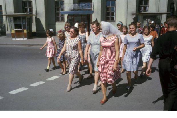 Разные женские образы горожан 60-х в СССР.