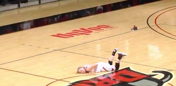 cool Watch This Woman Slip and Slide All Over the Court After She Loses Her Shoe During a Basketball Game