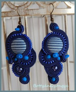 Sötétkék aszimmetrikus sujtás fülbevaló - tekert - Dark blue soutache asymmetrical earrings - wrapped