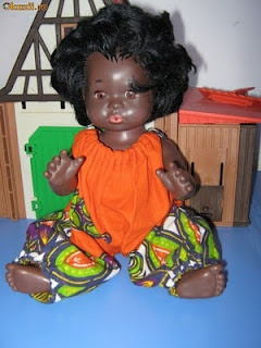 As Nicolae Ceausescu was a friend of different dictators in African countries, some beutiful dolls were produced in Romania to explain how our African friends look like. They made us dream of palm trees and endless summers.