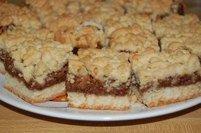 Prajitura cu mere si aluat razuit de post, numita in popor si prajitura raioasa, este simplu de facut si la indemana oricui.